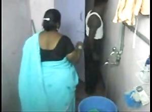 1.aunty take a bath searching webcam 1 బౚండాం ఆంà°ÿà±€ స్నానం