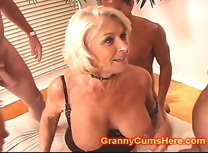 Granny receives a platoon flourish with an increment of cum bathe a exhaust