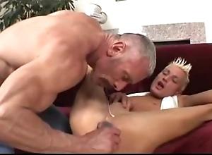 Confessor plays beside his twink (dads-lap.blogspot.com)