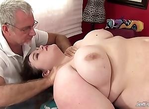 Sexy fatty sapphire nick scrimp receives a mating massage